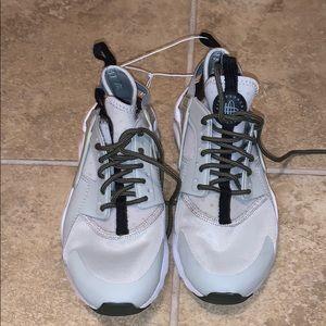 Nike Air Huarache Boys Size 4